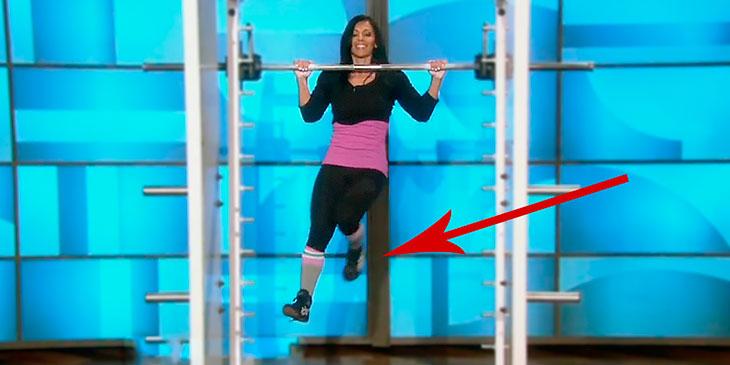 En dame som tar Pull-Ups høres kanskje kjedelig ut? Bare vent til du ser HVORDAN hun gjør det!