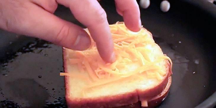 Jeg trodde jeg visste hvordan man lager et ostesmørbrød helt til jeg så dette geniale trikset!