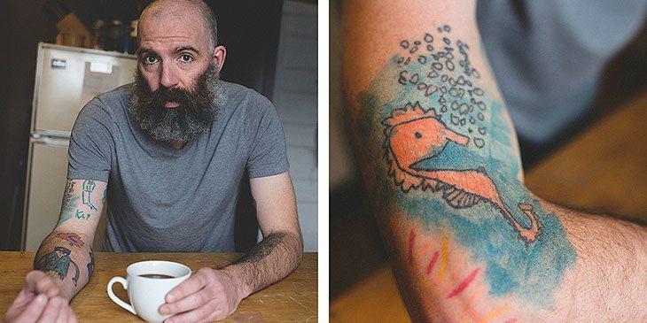 Denne faren har tatovert sønnens tegninger på armen siden gutten var 5!