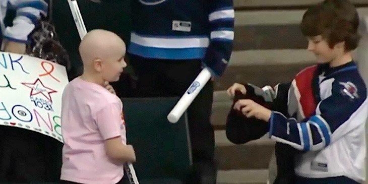 Den kreftsyke jenta fikk tidenes overraskelse av en 9-år gammel gutt