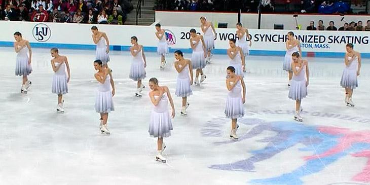 16 kvinner glir ut på isen. Deres imponerende prestasjon har begeistret en hel verden!