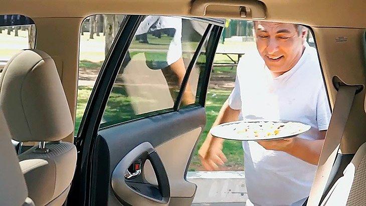 plasserer-pizzaen-i-bilen