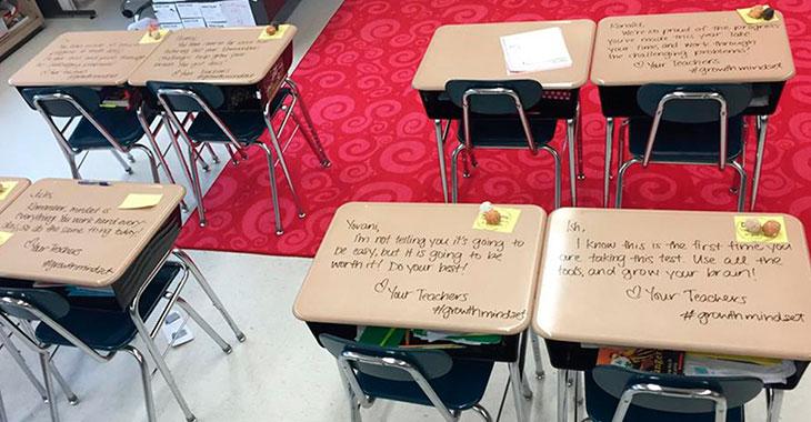 Noen hadde skrevet på pultene deres. Elevene lyste opp i store smil når de leste meldingene…