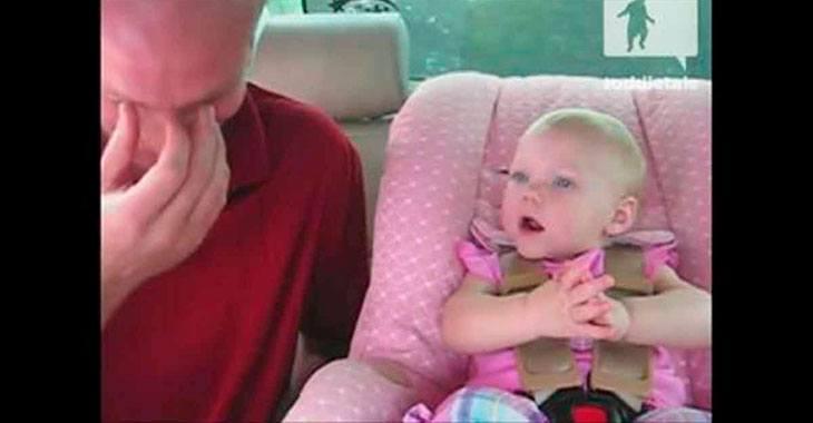 Moren stiller datteren et spørsmål. Babyens svar? Pappaen knekker sammen av latter!