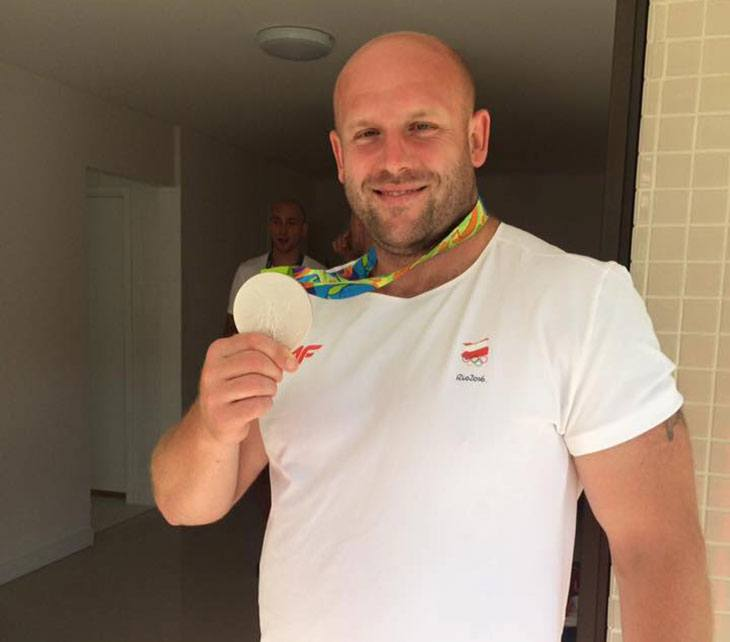 olympic-athlete-auctions-silver-medal-help-boy-fight-cancer-medal