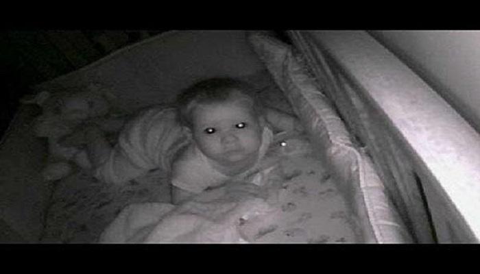 Livredde foreldre hørte skummel stemme prate til sønnen deres om natten.