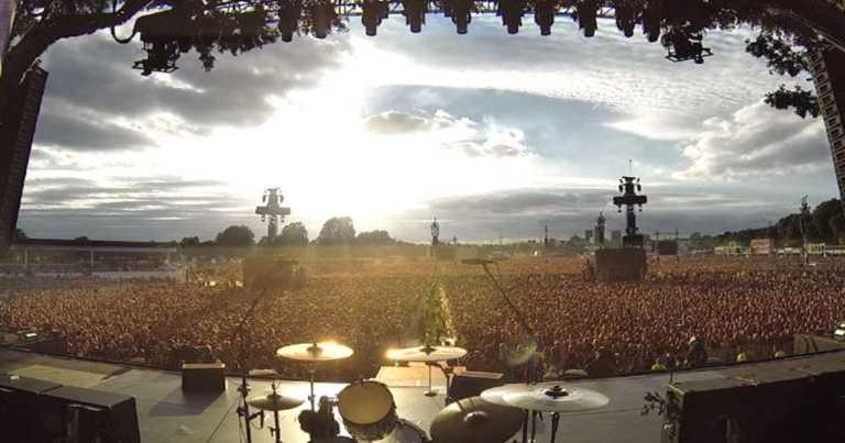 65.000 mennesker skaper en enorm gåsehudfaktor – Versjonen av «Bohemian Rhapsody» har tatt verden med storm!