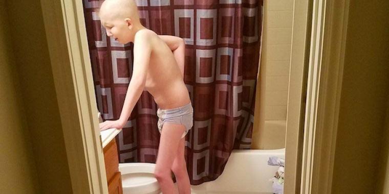 Mor deler gripende foto av sønnen på 10 år : Han er i ferd med å tape kampen mot kreften