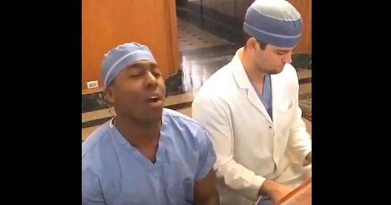 Kirurgene bestemmer seg for å muntre opp pasientene – herlig video!
