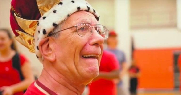 Jobbet som frivillig på en skole i 47 år – Få med deg elevenes hyllest